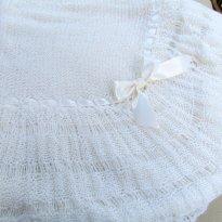 1764 - Xale branco em tricô, feito a mão  - BELÍSSIMO ! - Sem faixa etaria - Atelier do bebê