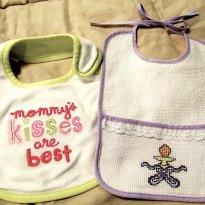 2443 - Kit de 2 babadores Multi uso - Beijos de mamãe & chupetinha. - Sem faixa etaria - Não informada