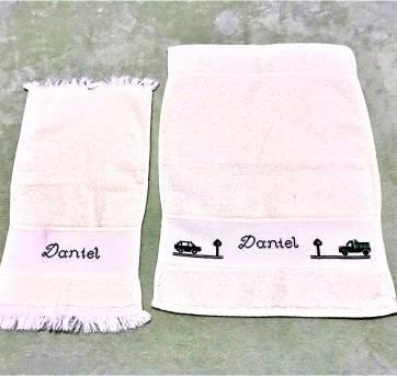 4238 - Jogo  de toalhinhas creme bordadas, personalizadas  DANIEL  - Carrrinhos - Sem faixa etaria - Toalhas São Carlos