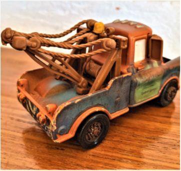 4819 - Tow Mater – o querido personagem de Radiator Spring – 9 cm. - Sem faixa etaria - Disney