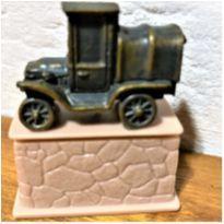 4841 - Stanley – um monumento ao fundador da cidade de Radiator Springs -  - Disney