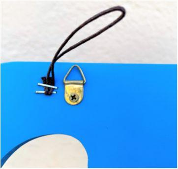 """4877 - Letra """"D"""" azul em madeira para decoração de porta. - Sem faixa etaria - Importada"""