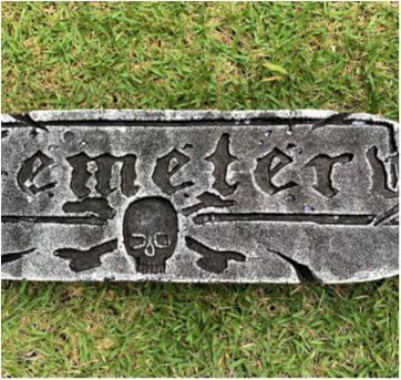 4886 - Halloween importado – Réplica de lápides de túmulos - Sem faixa etaria - Importado