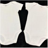 MT - 5397 - Dois bodies brancos unissex Carter's  – 6 meses - 6 meses - Carter`s