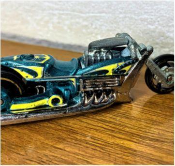 6819 – Carro & Moto Hot Wheels – 7 cm. - Sem faixa etaria - Hot Wheels