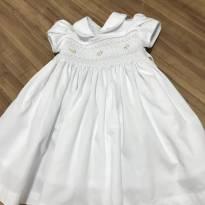 Vestido branco casinha de abelha - 9 a 12 meses - Não informada