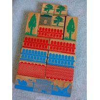 Brinquedo de madeira 14 peças semi-novo - Sem faixa etaria - Sem marca