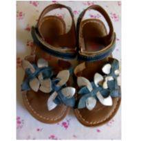 Sandália flores prata e azul com velcro