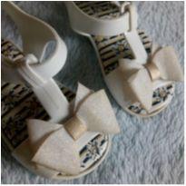 Sandália branca Pimpolho