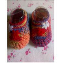 Sapatinho de lã colorido =] - 0 a 3 meses - Feito à mão
