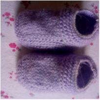 Sapatinho de lã lilás fofinho =]