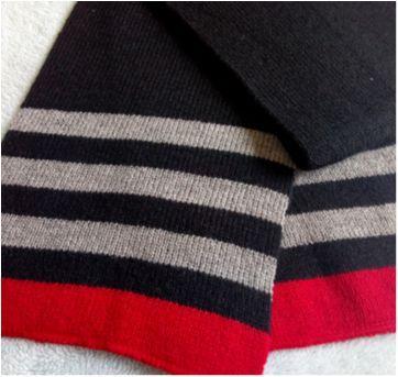 Cachecol preto vermelho e cinza - Sem faixa etaria - Sem marca