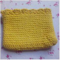 Bolsinha amarela de crochê