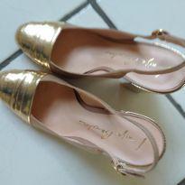 Sapato dourado para adolescentes ou mamães que usam 38