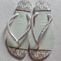Chinelo decorado Havaianas código 23 tamanho 37 38 - 38 - Havaianas