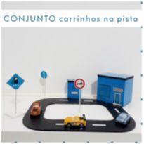 BRINQUEDO DE MADEIRA - CONJUNTO CARRINHOS NA PISTA -  - WW