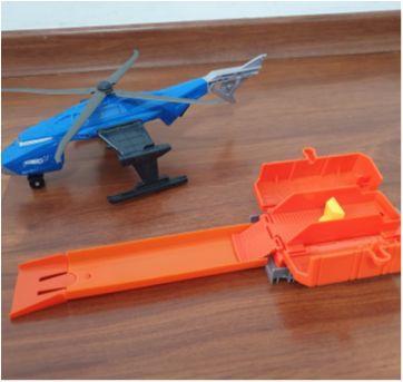 Hot Wheels Cidade Helicóptero Swat Pista Lançadora Mattel - Sem faixa etaria - Hot Wheels e Mattel