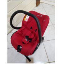 Bebê conforto semi novo com base para veículo! -  - Safety 1st