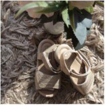 Sandália dourada tamanho 23 - 23 - Não informada