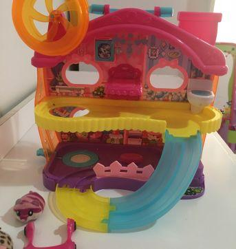Hamster in a house - Sem faixa etaria - Não informada