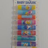 NOVIDADE! Kit com 8 lip balms Baby Shark