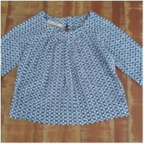Blusinha de tecido estampado de azul e branco - 24 a 36 meses - Que te encante