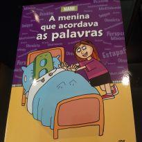 Livro A menina que acordava as palavras -  - Editora Melhoramentos