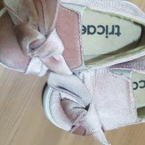 Tênis com nó rosa - 20 - Tricae