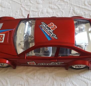 Carro vermelho - Sem faixa etaria - Não informada