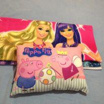 Toalha Barbie +travesseiro peppapig