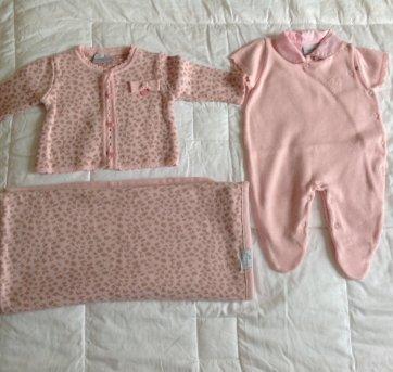 3c4e89b4bb Saída Maternidade Rosa 3 meses no Ficou Pequeno - Desapegos de ...