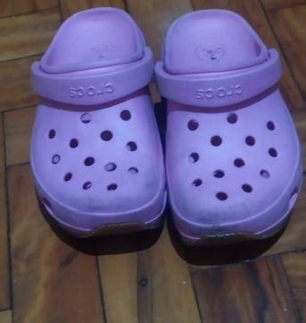 Crocs rosa liiiindooo e novinho - 29 - Crocs