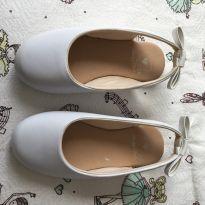 Sapatinho branco - 26 - Não informada