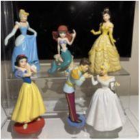 6 Miniaturas, mais ou menos 10 cm, Princesas Disney e o príncipe da Cinderela. -  - Disney