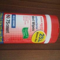 Xô bacterias!!!  Lenço umedecido antibacteriano (brinquedos do bebe e mãos) - Sem faixa etaria - Assured importado