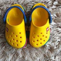 Crocs Amarelo Lego TAM 22/23 (4/5) - 23 - Crocs