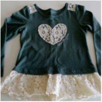 Camiseta Coração tam 4 anos Calvin Klein! - 4 anos - Calvin Klein
