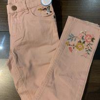 Calça Carter's com detalhes bordados (com etiqueta ) - 6 anos - Carter`s