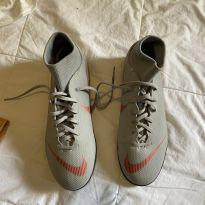 Chuteira Nike nunca usada cano alto