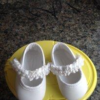 Lindo sapatinho branco com pérolas (imitação) - 13 - Pimpolho