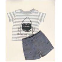 Conjunto de short e blusa da Carters tema Tubarão - 6 meses - Carter`s