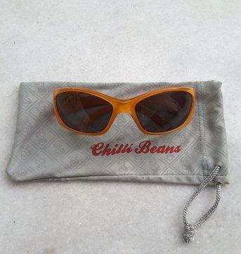 Óculos de sol laranja chilli beans para crianças ( de 5 a 9 anos  aproximadamente ). Com capinha em tecido. 3e58511778