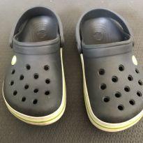 Crocs 6/7 cinza