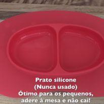Prato de siliconte - adere na mesa -  - Não informada