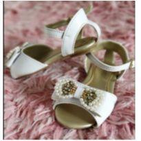 Sandália branca Klin, ideal para Ano Novo - 21 - Klin