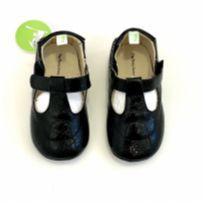 Sapato boneca em couro preto da Tip Toey Joey
