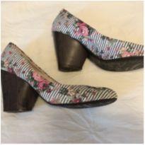 Sapato floral - 36 - Moleca