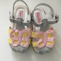 Sandália com borboleta - 19 - Sonho de Criança