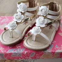 Sandália branca com flor - 23 - KLASSIPE