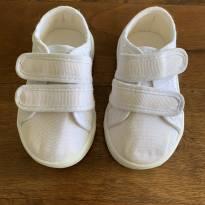 Tenis branco com velcro